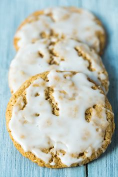 old fashioned iced oatmeal cookies - you'll want to make them. they're so good and they'll take you back in time. Pudding Desserts, Cookie Desserts, Dessert Recipes, Cookie Recipes, Cookie Ideas, Cupcakes, Cupcake Cookies, Yummy Cookies, Brownie Cookies