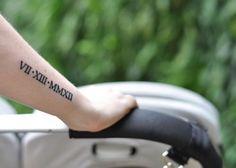 Tatuaggio data con numeri romani sul braccio