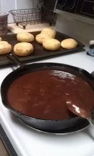 Chocolate Gravy & Biscuits, I grew up on this and my kids request it for their f… Sauce au chocolat … Yummy Treats, Delicious Desserts, Yummy Food, Sweet Treats, Chocolate Gravy Recipe, Chocolate Biscuits, Breakfast Recipes, Dessert Recipes, Breakfast Ideas