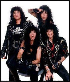 This makes me miss Eric Carr!!!