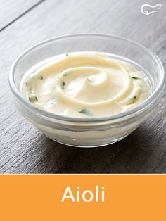 The simple aioli recipe is perfect for garlic fans! The strong garlic cream can be expanded and modified according to Irish Desserts, Irish Recipes, Greek Recipes, Greek Dishes, Maila, Dessert Sauces, Spanish Food, No Cook Meals, Recipes
