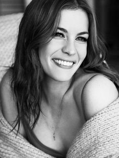 Liv Tyler - she looks vivid and real. Kudos to the photographer :) Steven Tyler, Beautiful Celebrities, Beautiful Actresses, Pretty People, Beautiful People, Living Puppets, Belle Nana, Beauty And Fashion, Actrices Hollywood