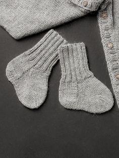 Neulotut vauvan villasukat Novita Nalle   Novita knits
