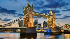 Tower Bridge in London (© Mapics/Getty Images)