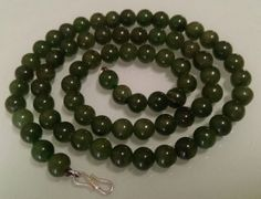 Catawiki online auction house: Natural Imperial green Jade necklace, Ø 8mm, silver clasp- 58 cm