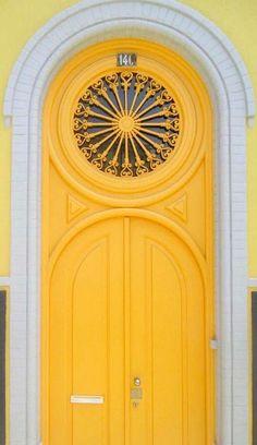 Love this door! #bravahomedecor