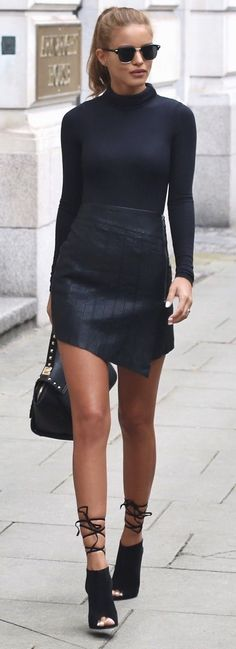 Ribbed Turtle Neck - Boohoo Leather Zip Skirt - Ankle Boot Heels - Public Desire - Gold Studded Bag - La Moda #ribbed