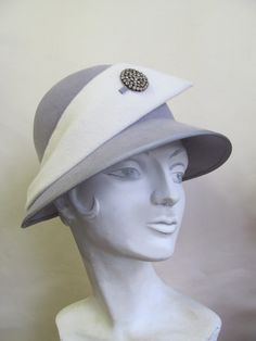 Sometimes it takes you a while to find the talent of such an exquisite milliner and that is the case of Mandy Murphy. Mandy& work speaks f. Best Mysteries, Murder Mysteries, Fascinator Hats, Fascinators, Diana, Love Hat, Felt Hat, Headgear, Caps Hats