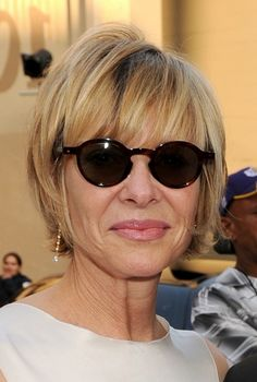Stunning Short Haircuts For Women Over 50 With Glasses
