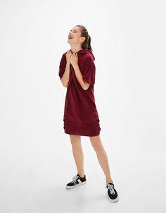 Plyšové šaty s mašľou na spodnom leme - Mikiny - Bershka Slovakia