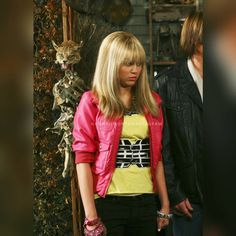 Hannah Montana The Movie, Hannah Montana Forever, Hannah Miley, Miley Stewart, The Last Song, Band Outfits, World Tv, Tv Show Quotes, Girl Meets World