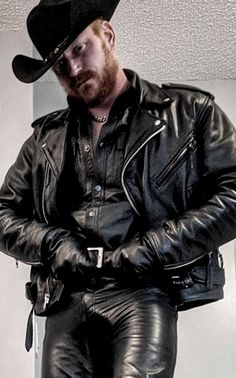 Hot Country Boys, Beard Haircut, Mens Leather Pants, Hot Cops, Sexy Men, Black Leather, Guys, Clothes, Beards