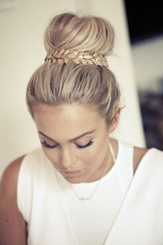 Fanny Lyckman loves Glitter and hair! Tutorial here https://www.youtube.com/watch?v=UHsjMr_UNrs #tutorial #video #howto #hairbun #bun #hairdo #hairjewelry #glitterhaireverywhere