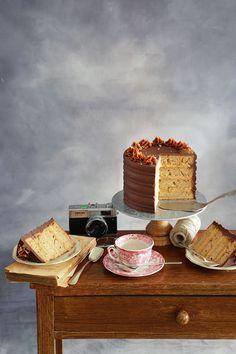 Esta tarta es perfecta para cualquier celebración. Incluso una reunión con tus amigos o familiares es la excusa perfecta para preparara una tarta de chocolate, plátano y caramelo como esta. Deliciosa, esponjosa y muper bonita. Quedará ideal. Sigue el paso a paso de nuestra receta Sweet Life, Tiramisu, Chocolate Blanco, Cheese, Cake, Ethnic Recipes, Blog, Photography, Filled Candy