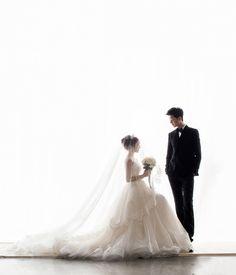 34 Ideas bridal shoot poses brides wedding pics for 2019 Foto Wedding, Wedding Pics, Wedding Shoot, Wedding Couples, Korean Wedding Photography, Couple Photography, Fashion Photography, Pre Wedding Photoshoot, Bridal Shoot