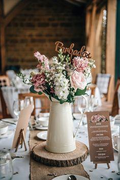 Wedding Flower Arrangements, Wedding Table Centerpieces, Wedding Bouquets, Centerpiece Ideas, Wedding Dresses, Buffet Wedding, Quinceanera Centerpieces, Centerpiece Flowers, Wedding Table Flowers