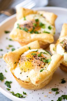 Egg, Bacon, & Ricotta Breakfast Cups! Savory egg cups made with flakey puff pastry, crunchy bacon, and a dollop of ricotta cheese then seasoned with pepper and garlic salt. #ad @krogerco| HomemadeHooplah.com
