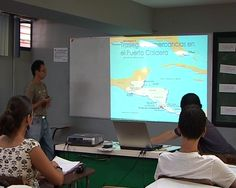 La Escuela de Ciencias Ambientales de la Universidad Nacional de Costa Rica imparte la carrera de Gestión Ambiental, que busca preparar a los estudiantes para el diagnóstico de los problemas ambientales, así como para la valoración y conducción de prácticas ambientales y sanitarias que contribuyan al desarrollo sostenible.