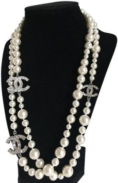 Chanel Necklaces - Up to off at Tradesy Chanel Necklace, Chanel Jewelry, Pearl Jewelry, Bridal Jewelry, Jewelry Accessories, Women Jewelry, Jewelry Design, Chanel Decor, Chanel Fashion