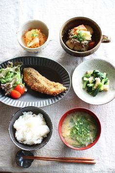 Japanese dinner with deep-fried salmon 和風の晩ご飯
