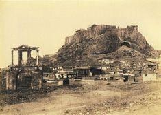 Η πρωτη απογραφη (1879) εδειξε 63.374 κατοικους, περιπου οσο και ο Δημος Αιγαλεω σημερα.