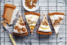 The carrot cake is an undeniable classic in the baking world. However, these recipes prove that even when it comes to classics, there& always a little room for reinvention. Carrot Cheesecake, Carrot Cake, Cheesecake Recipes, Dessert Recipes, Baking Recipes, Baked Carrots, Sour Cream Cake, Canned Pumpkin, Pumpkin Spice Latte