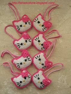 Crochet+Pattern+for+Pill | Awww! Add HK to your purse, a headband, barrettes... ༺✿ƬⱤღ  https://www.pinterest.com/teretegui/✿༻