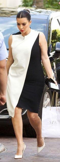 Who made Kim Kardashian's black and white dress Dress – Cédric Charlier Kardashian Style, Kardashian Jenner, Kim K Style, My Style, Plus Size Dresses, White Dress, Jenners, Black And White, Casual