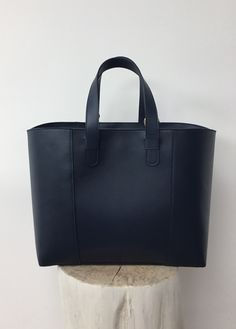 Tote in midnight blue leather