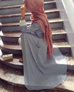 """Gefällt 1,450 Mal, 30 Kommentare - @by.kha auf Instagram: """"Abaya et foulard @easymoodofficial ✨"""""""