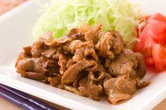 Buta no shogayaki Ingredienti: 200 gr di costolette di maiale (preferibilmente senza osso) 4 cucchiai di sake 4 cucchiai di mirin 4 cucchiai di Shoyu (salsa di soia) 2 cucchiaio di miele 4 cucchiai di farina ½ cipolla 20 gr di zenzero fresco olio di...