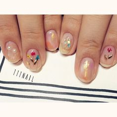 ◯⚪️⚪︎✨ #nail#art#nailart#ネイル#ネイルアート#colorful#flower#押し花ネイル#cute#kawaii#クリアネイル#ショートネイル#nailsalon#ネイルサロン#表参道