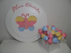 O Kit contém: 1 Quadro Maternidade ( Desenhos: Libélula, Borboleta ou Flores )  36 Lápis Lembrança com Tags  Cores podem ser alteradas  48cm de diâmetro R$ 195,90