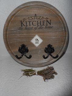 vešiak kuchynský