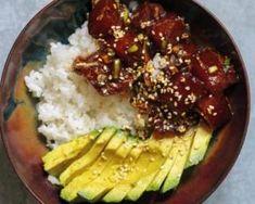 Poke bowl thon cru, avocat et riz thaï