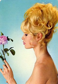 Bridget Bardot - look at this hair! Bridgitte Bardot, Julianne Hough, Des Femmes D Gitanes, 60s Hair, French Actress, Vintage Hairstyles, Old Hollywood, Hollywood Fashion, Hollywood Actresses