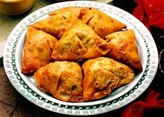 A healthier, Indian samosa recipe that's lightened up but just as flavorful as the traditional version! Only 82 Calories, Protein, Fiber per serving! # Healthy Recipes indian Traditional Indian Samosas - The Picky Eater Indian Snacks, Indian Food Recipes, Vegetarian Recipes, Cooking Recipes, Easy Recipes, Indian Foods, Vegetarian Lifestyle, Indian Samosas, Healthy Food Blogs