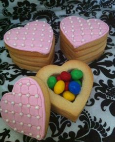 Cookie Box    4 stacked cookies filled with your favourite mini chocolates