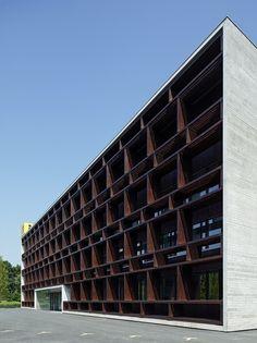Galería de Sede Corporativa del Grupo i+R / Dietrich | Untertrifaller Architekten - 9