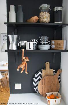 #kaybojesen #monkey #kitchen #regale #küche #mandarina #interior #design #designklassiker #blackwall #schwarzewand