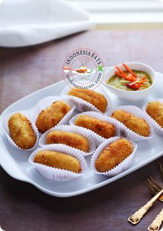 There are many different styles of Croquette in every country. In Indonesia, Croquette was first introduced during Dutch Colonial rule and it becomes a very popular snack. The Indonesians like to enjoy croquettes with bird eye chilies or acar mustard (mustard pickle); I personally love to enjoy it with green bird eye chilies or hot tomato ketchup :D. In Indonesia, potato croquette is one of the most favorite party foods. It can be easily found from morning traditional market to supermarket…
