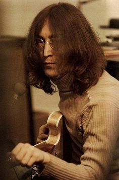 Paul McCartney recording with The Beatles in Imagine John Lennon, John Lennon Yoko Ono, John Lennon Paul Mccartney, Linda Mccartney, John Lennon 1969, John Lennon Guitar, John Lennon Beatles, Beatles Guitar, Bobby Darin