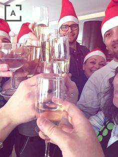 Todos los que formamos la familia #Atiram os deseamos una #Navidad llena de ilusión y felicidad.  Y que en el 2017 sigáis formando parte de nuestro #MundoAtiram #FelicesFiestas https://video.buffer.com/v/585d50b2e4acf00b2f39ce27