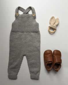 Willum's Overalls pattern by PetiteKnit , Knit Baby Pants, Knitted Baby Clothes, Baby Hats Knitting, Knitted Romper, Cute Baby Clothes, Knitting Paterns, Knit Patterns, Body Baby, Baby Boy Outfits