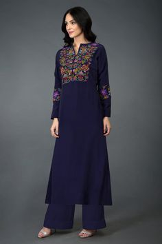 This Eclipse Blue long tunic k Kurti Embroidery Design, Embroidery Dress, Indian Attire, Indian Outfits, Designer Party Wear Dresses, Indian Designer Suits, Kurta Designs Women, Dress Neck Designs, Embroidered Tunic