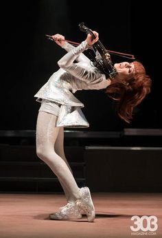 Lindsey Stirling Morrison, EUA. Lindsey Stirling, Her Music, Good Music, Violin Photography, Morrison, Romantic Gif, Music People, Music Photo, Music Bands