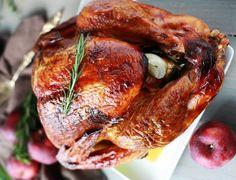 Une recette de dinde absolument parfaite pour les fêtes ou la Thanksgiving ou parce qu'une dinde c'est bon! Confort Food, Thanksgiving 2017, Tandoori Chicken, Poultry, Buffet, Food And Drink, Turkey, Ethnic Recipes, Sauce
