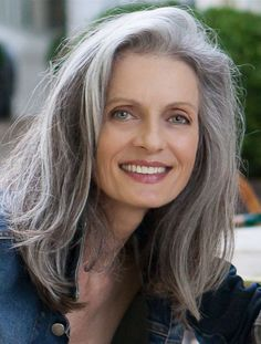 Beautiful models with natural grey hair. Grey hair does not age someone. Natural grey hair, salt and pepper and natural silver hair is so striking. Grey Hair Over 50, Long Gray Hair, Silver Grey Hair, White Hair, Black Hair, Pelo Color Plata, Grey Hair Inspiration, Hairstyles Over 50, Gray Hairstyles