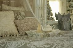 Taupe and white toile quilt and pillow add a French Country look to ...