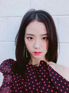 BLACKPINK Jisoo, Jennie, Rosé and Lisa stun on the cover of Cosmopolitan Korea Magazine for its August 2018 Issue Blackpink Jisoo, Kpop Girl Groups, Korean Girl Groups, Kpop Girls, Kim Jennie, Yg Entertainment, K Pop, Close Up, Divas